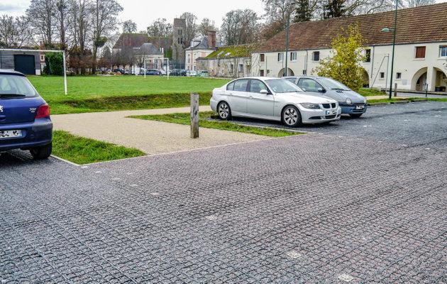 Veřejné parkoviště se zatrávňovací dlažbou ECORASTER